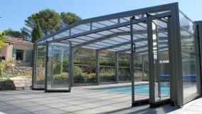 Coperture telescopiche per piscina: protezione e design