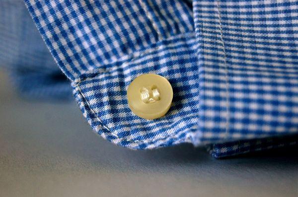 Polsini e colletto delle camicie: come distenderli senza ferro da stiro