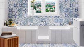 Vasca da bagno con sportello apribile per accesso facilitato