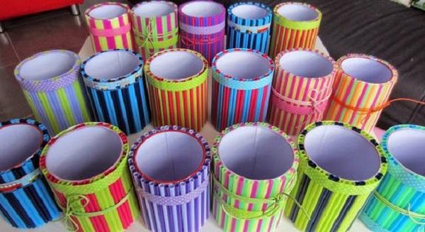 Portapenne con cannucce, da rojopimiento.blogspot.com