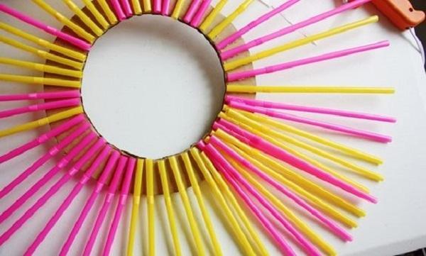 Specchio con cannucce, da sitly.it