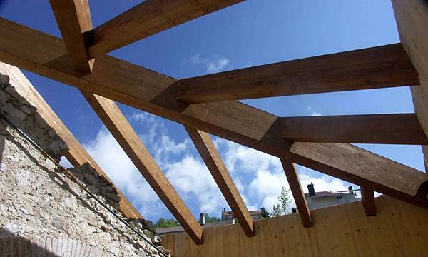 Orditura di un tetto in legno lamellare, by Costantini Legno