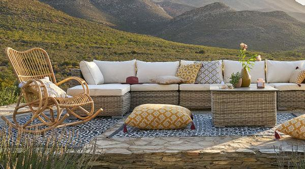 Louisiane, sedia a dondolo outdoor in rattan - Design e foto by Maisons du Monde