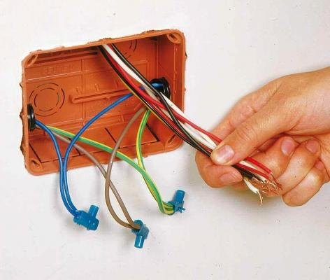 Impianto elettrico fai da te: strumenti e materiali utili