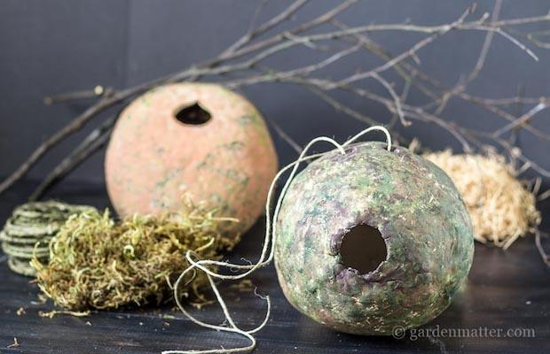 Casetta uccellini artistica: parte 3, da hearthandvine.com