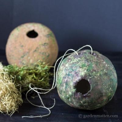 Casetta uccellini artistica, da hearthandvine.com