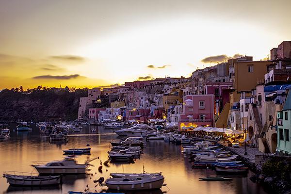 Rivestimenti esterni waterfront Corricella Procida foto di Dario Luongo