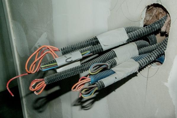 Impianti elettrico dentro canaline esterne