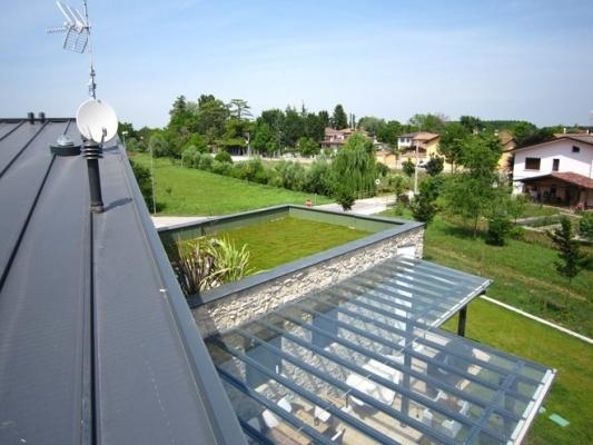 Un terrazzo verde realizzato da Pontarolo