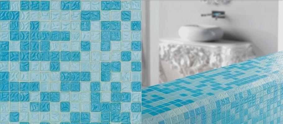 Bagno rivestito con mosaici serie Flow di Bisazza