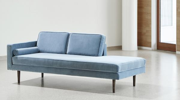 Chaise longue Wind in velluto azzurro - Design e foto by Westwing