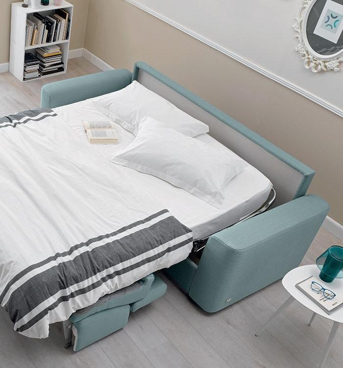 Divano letto aperto per camera ospiti Marshall Doimo
