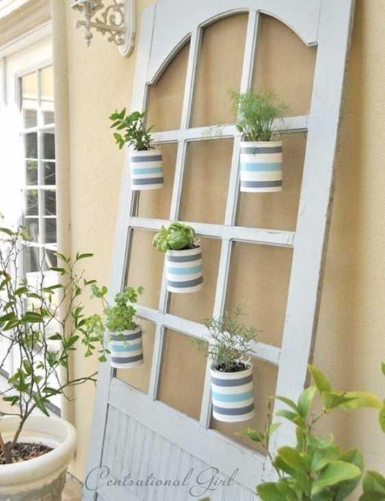 Riciclo vecchie porte in fioriera, da centsationalgirl.com