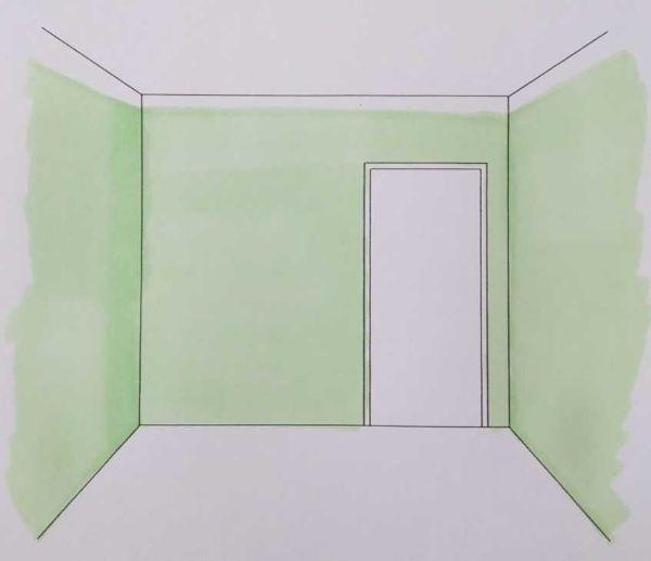 Colore chiaro e fascia perimetrale per percepire una stanza più alta