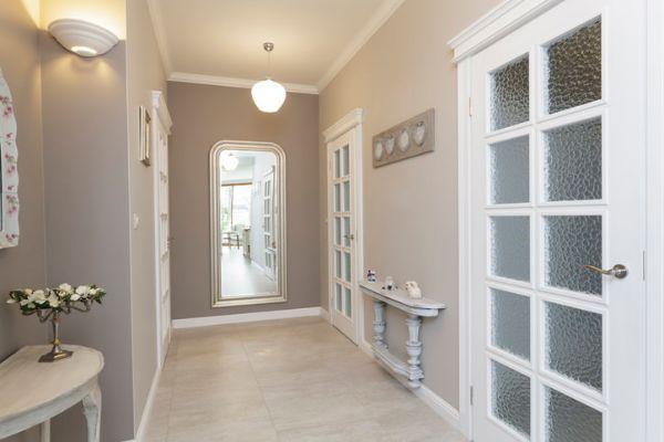 Il colore alle pareti può ridimensionare un corridoio