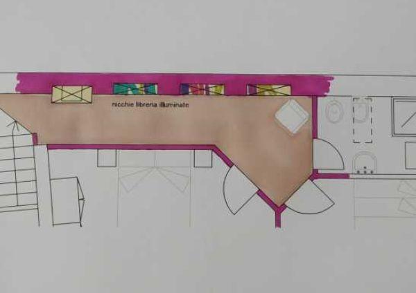 Nicchie luminose aiutano a ridimensionare un corridoio lungo - progetto Arch. Caterina Scamardella