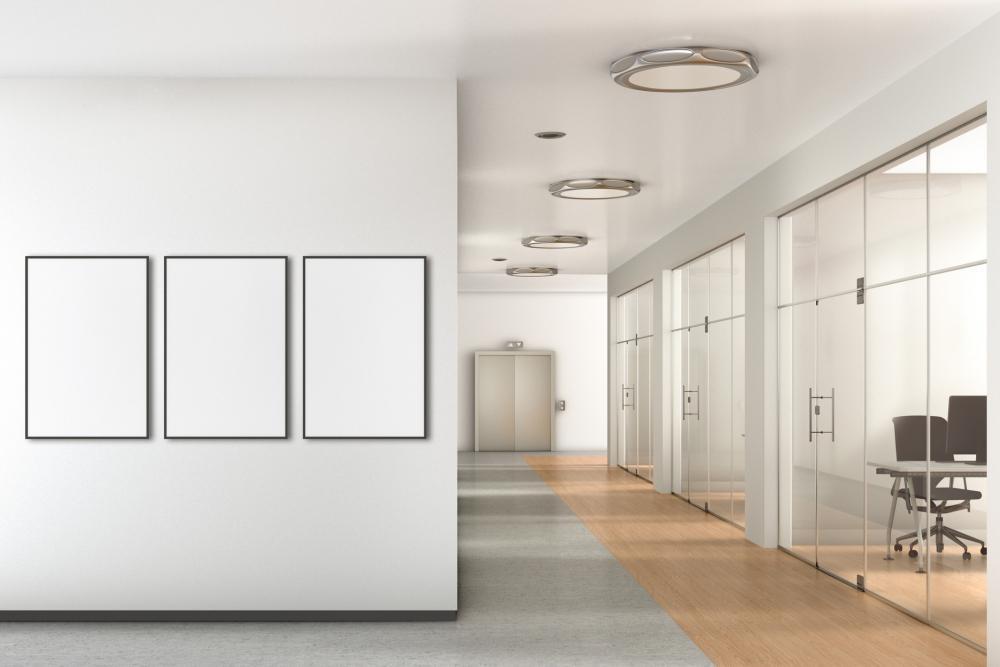 Decorazioni a parete possono rendere il corridoio più vivace