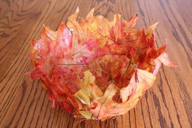 Riciclo creativo foglie secche: ciotola, da madewithhappy.com