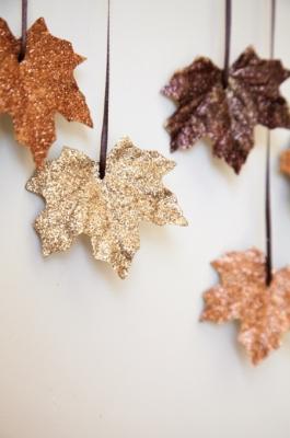 Decorazioni autunnali con il riciclo foglie secche, da houseofjadeinteriorsblog.com