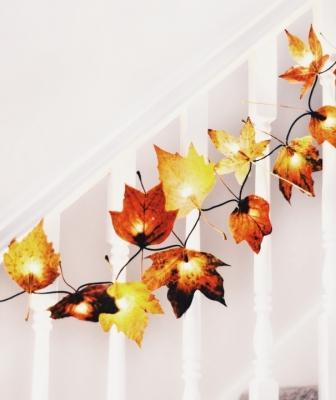 Decorazioni fai da te con foglie secche: luminarie, da wallflowerkitchen.com