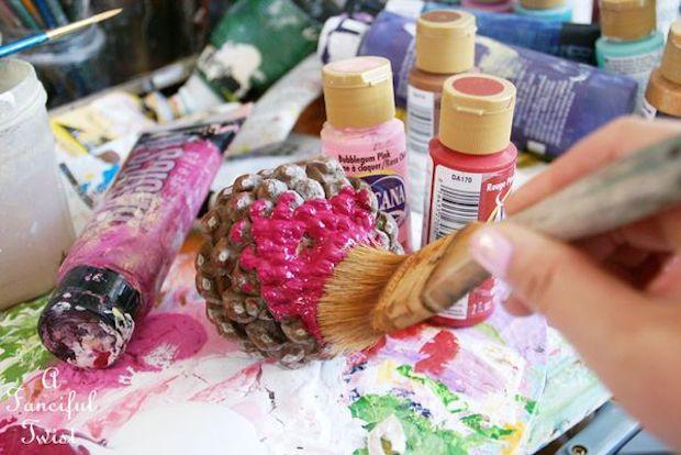 Centrotavola con pigne colorate, parte 2: da afancifultwist.typepad.com