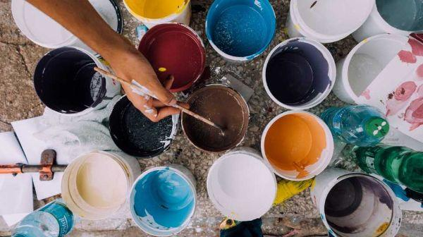 Vernici e smalti per colorare il camino