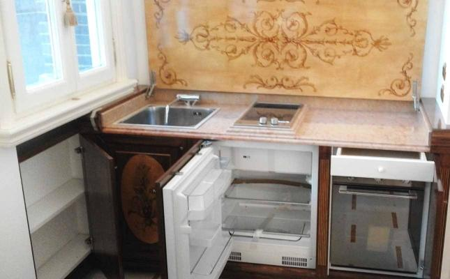 Piccolo angolo cottura in stile - Falegnameria Modonesi