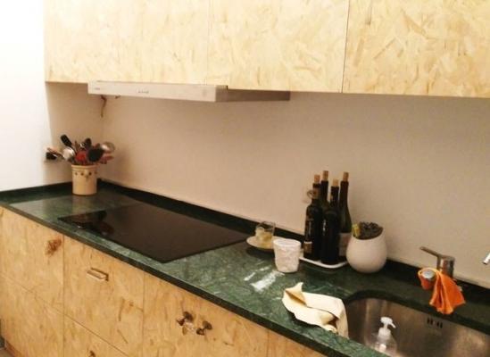 Piccolo angolo cottura in Osb - Falegnameria Modonesi