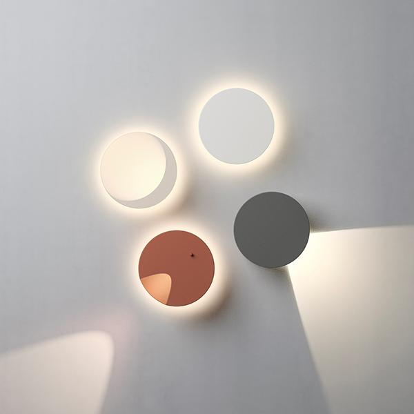 Applique set luci led Dots a parete di Vibia