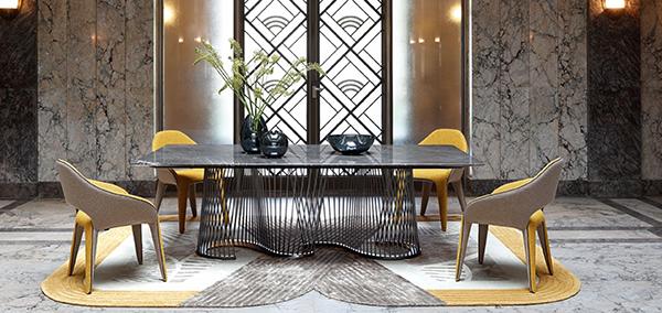 Sedia in tessuto colorata Roche Bobois design