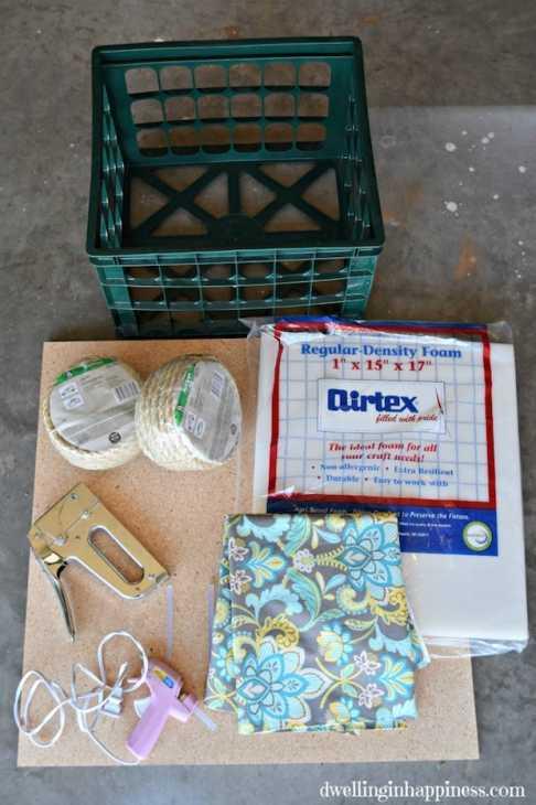 Riciclo creativo cassette di plastica: pouf, parte 1, da dwellinginhappiness.com