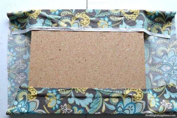 Riciclo creativo cassette di plastica: pouf, parte 5, da dwellinginhappiness.com