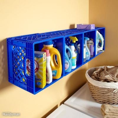 Riciclo creativo cassette di plastica per organizzare la lavanderia, da familyhandyman.com