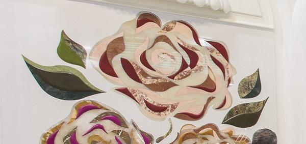 Particolare inserti in pelle nelle lastre di marmo Margraf