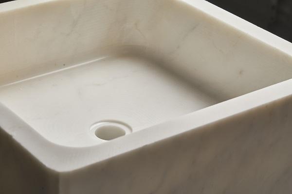 Particolare vasca di Ossimoro, lavabo in marmo di antoniolupi