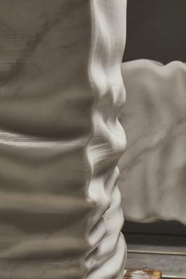 Particolare del lavabo in marmo Ossimoro, antoniolupi