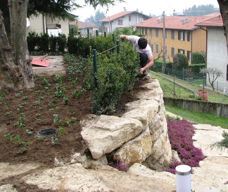 Muretto pietra Credaro: contenimento orto