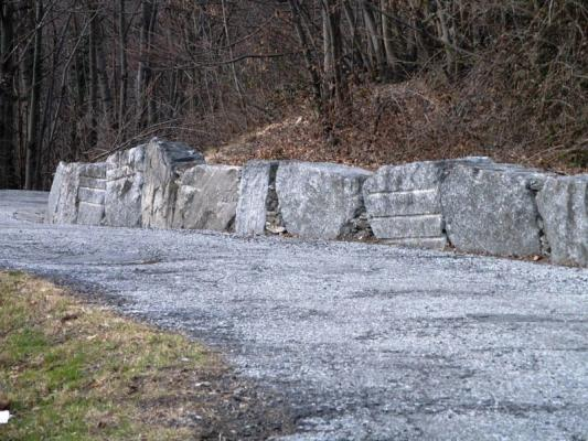 Muro blocchi di pietra anti smottamento - Beole e Marmi Pelganta Giorgio
