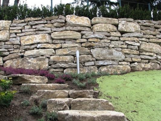 Muro di sostegno a secco con sassi di Credaro - Fumagalli