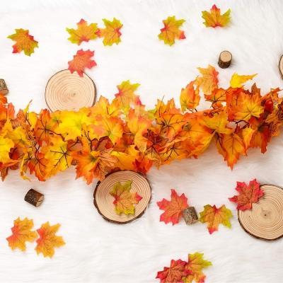 Ghirlanda di foglie sul tavolo Amazon