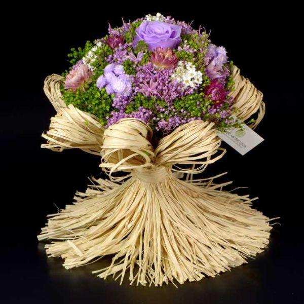 Fiori secchi in bouquet modello Raffia di Lasempreviva.it