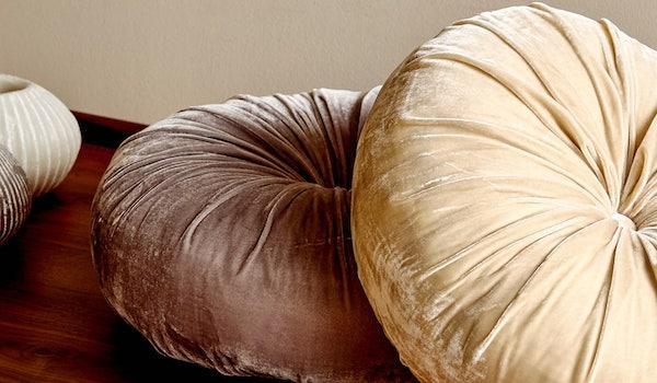 Cuscini rotondi imbottiti - Design e foto by Zara Home