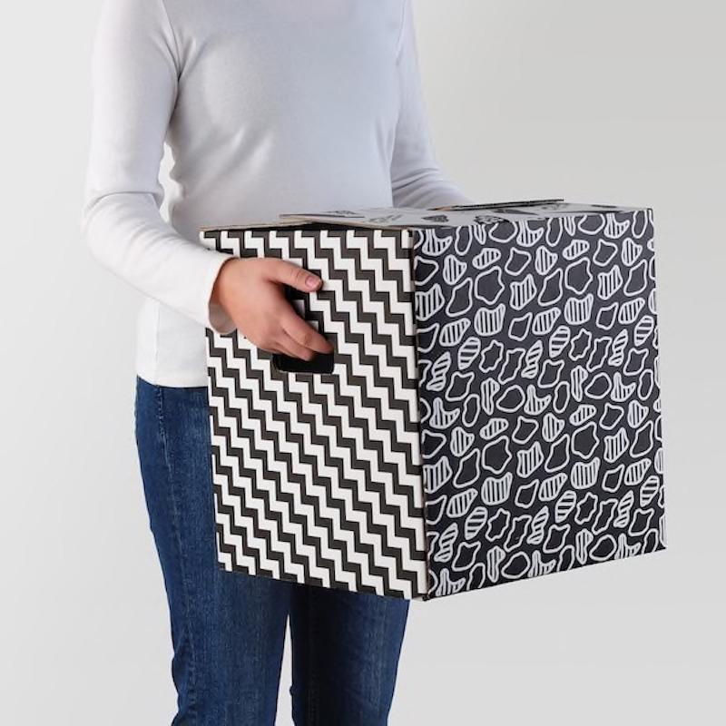 Cartone da imballaggio Ombyte: bianco e nero fantasia - Design e foto by Ikea