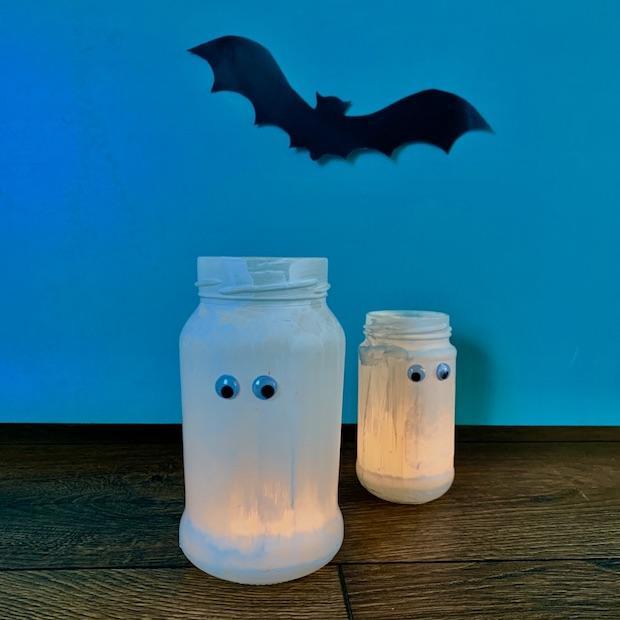 Addobbi Halloween: lumini di fantasmini, da Babysits
