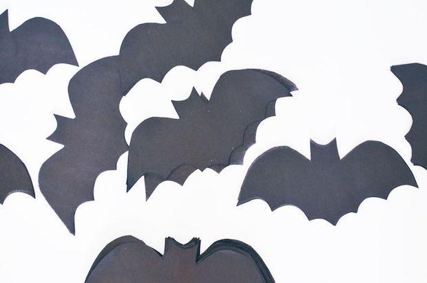 Festa di Halloween: ghirlanda di pipistrelli, parte 1, da abeautifulmess.com