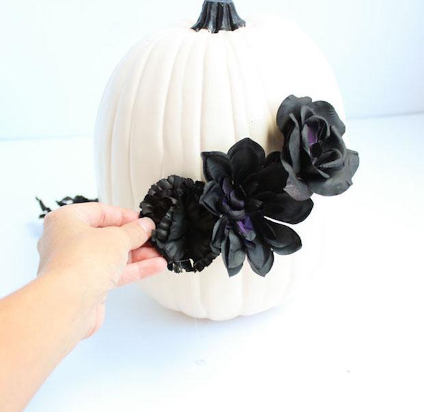 Festa di Halloween: zucca macabra, parte 3, da designimprovised.com