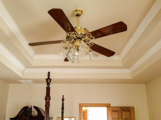 Ventilatore a soffitto: come montarlo con il fai da te