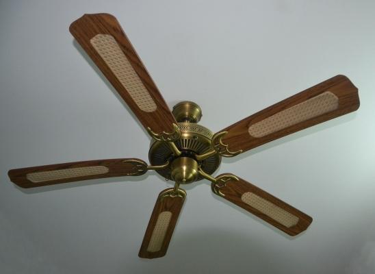 Fissaggio e collegamenti elettrici ventilatore a soffitto