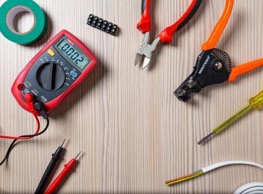 Strumenti per lavori elettrici fai da te