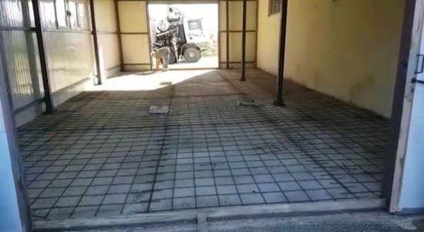 Pavimento in cemento industriale, posa armatura - Foto Arch. Diana Tomasich